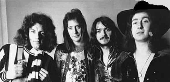 Brian Johnson (vocal), Vic Malcolm (guitarra) Tom Hill (baixo) e Brian Gibson (bateria)