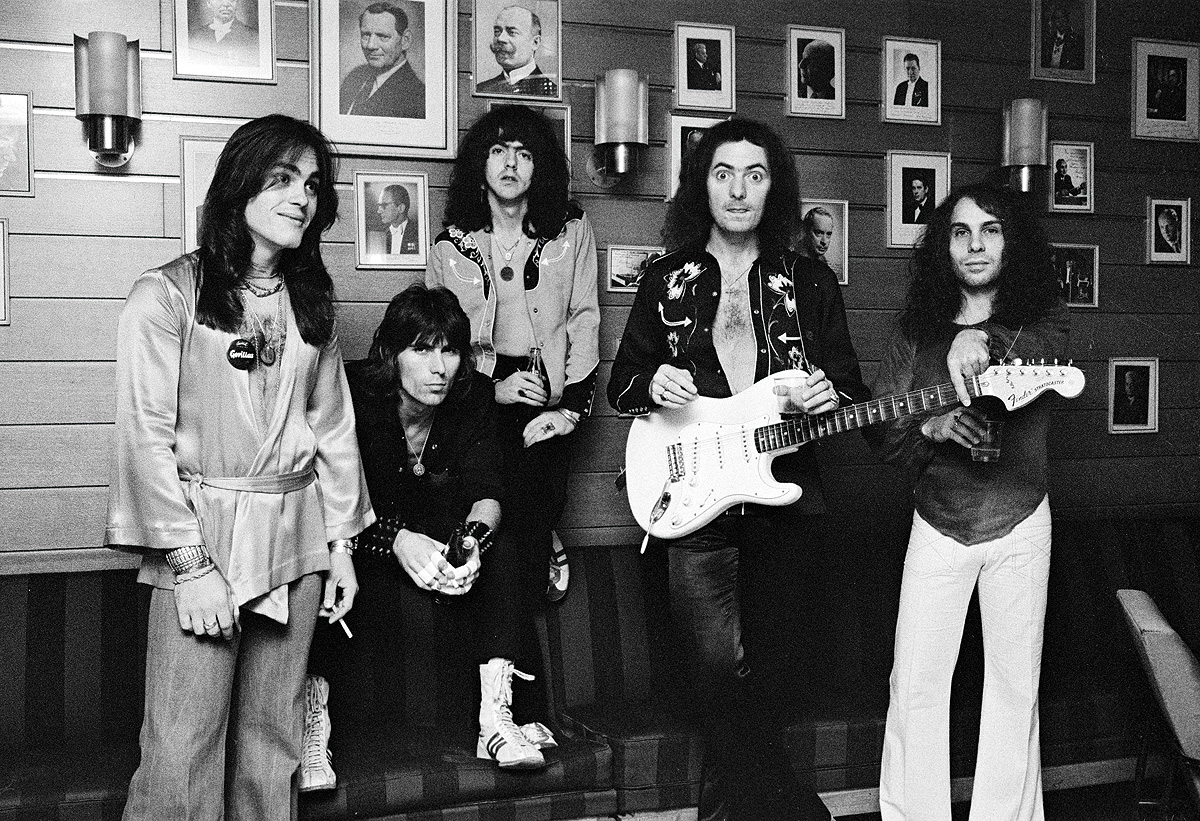 Rainbow em 1976: Tony Carey, Cozy Powell, Jimmy Bain, Ritchie Blackmore e Ronnie James Dio