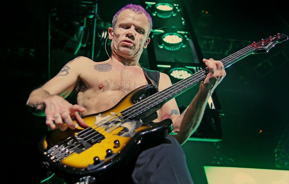 red-hot-chili-peppers-performing-at-manchester-men-arena-06