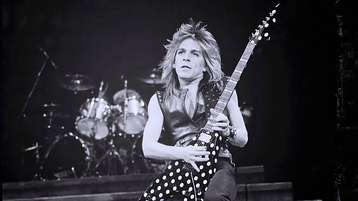 ob_d1f60e_randy-rhoads-on-stage-03