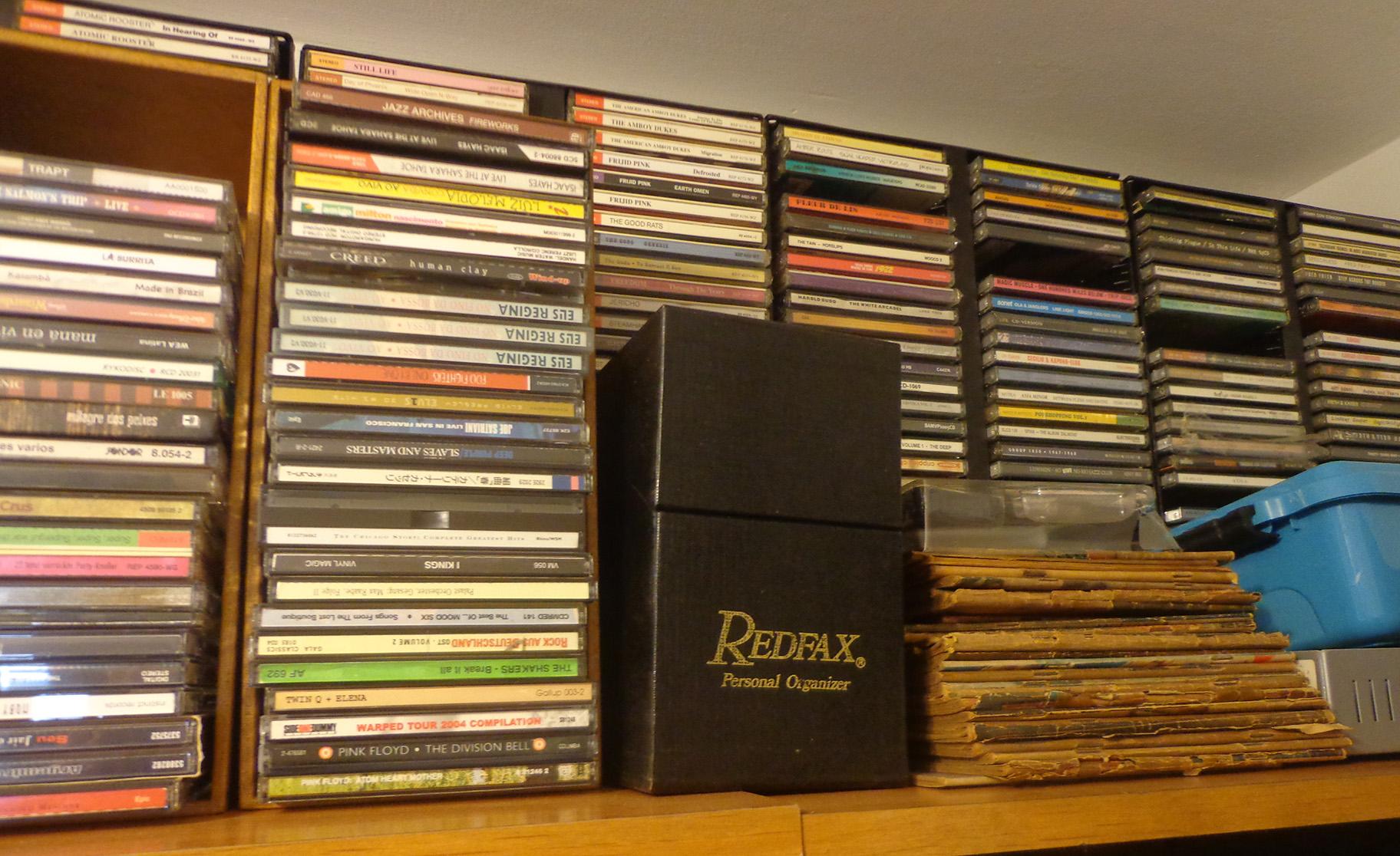 Mais alguns CDs.