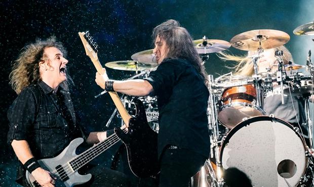 A nova formação estreou em Julho de 2015 no Québec, no Festival D'eté.