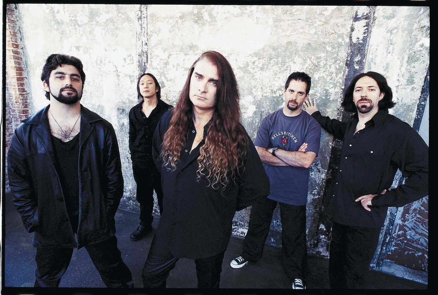 Dream Theater em 1999: Mike Portnoy, John Myung, James LaBrie, John Petrucci e Jordan Rudess