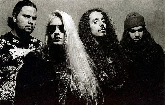 Rodrigão (bateria), Syang (guitarra), Ronan (vocal) e Selvagem (baixo)