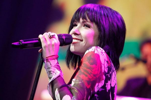 carly-rae-jepsen-performs-at-the-19th-annual-hrc-national-dinner-on-october-3-2015