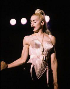 Madonna e o famoso espartilho de Gautier
